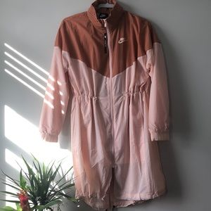 NIKE LOOSE FIT WINDBREAKER NWT - awesome style